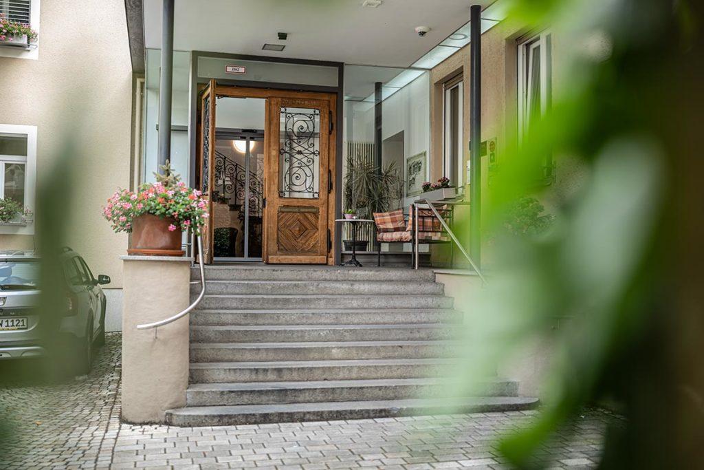 Dom Hotel Augsburg - Eingang